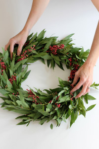 DIY-wreath-hands-682x1024