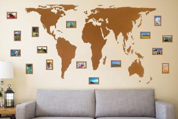 Mapa světa z korku 2 m s fotorámečky